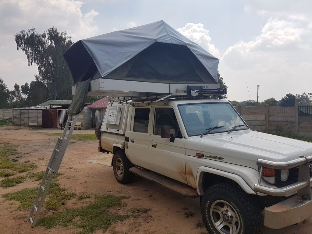 Rooftop Tents for hire with 4x4 landcruiser